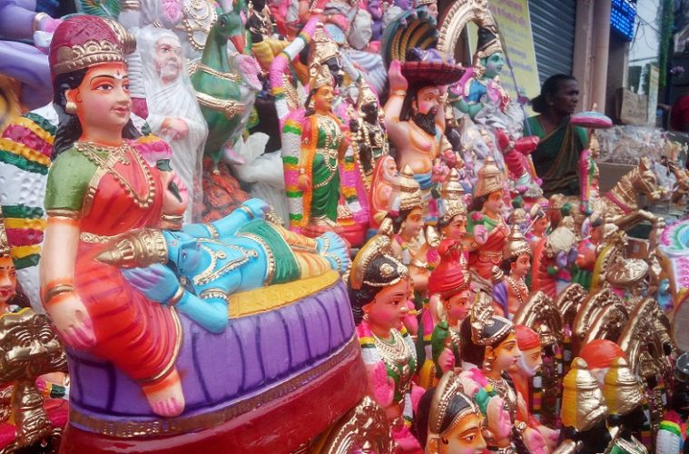Madurai,meenakshi temple,thirumalai nayak palace,vilachery pottery house,puthumandapam,gandhi museum, 10 places to visit in the madurai,banana market