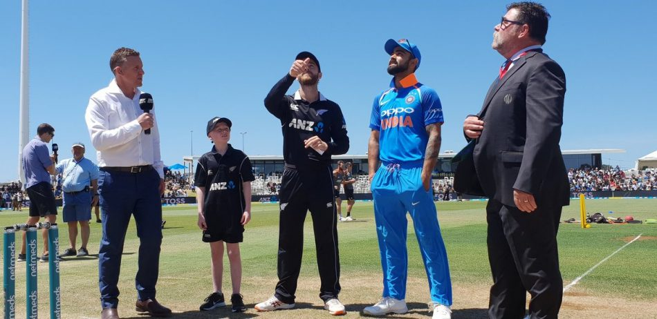 1st odi live scores update, chalal, ind vs new zealand odi live scores, india vs new zealand, india Vs new zealand ODI, indian cricket team, kane willamson, msshoni, new zealand team, vijay shankar, virat kholi, india vs new zealand 3rd ODI
